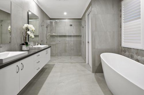 Cozy bathroom with tub